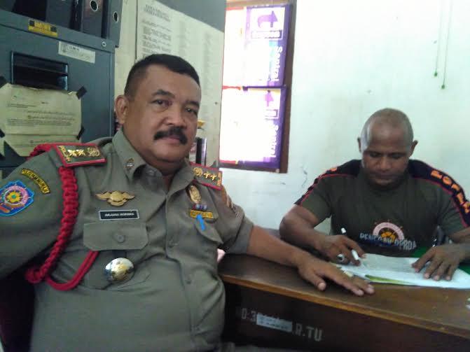 Kepala Satuan Polisi Pamong Praja (Kasat pol-PP) Kota Metro Arjuna Wiwaha (kiri). Kasi Oprasi, Jose Sarmento (kanan) | Wahyu/jejamo.com