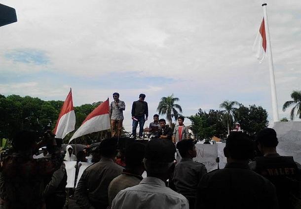 Aksi unjuk rasa warga Lampung Utara menuntut pemerintah untuk mengaudit PT. Bumi Waras, Kamis, 14/4/2016. | Lia/Jejamo.com