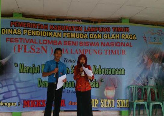 Pembukaan acara festival lomba seni siswa nasional (FLS2N) tingkat SMA Lampung Timur, di Gedung SMAN 1 Way Jepara, Kamis 28/04/2016. | Parman/Jejamo.com