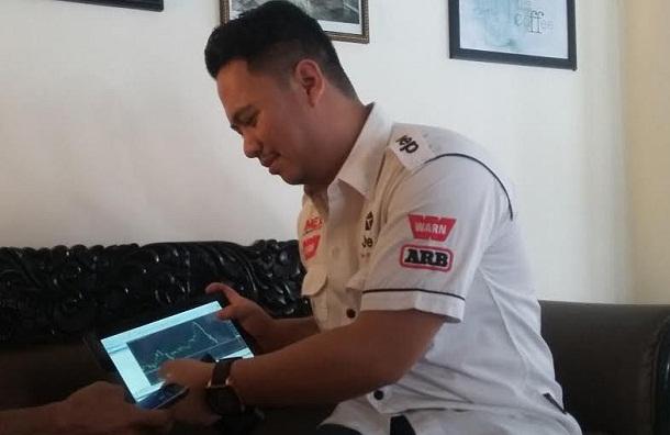 Pebisnis Forex asal Lampung, M. Husni SH saat ekspose pemahaman trading forex kepada awak media, Minggu 10/4/2016. | Arif/Jejamo.com
