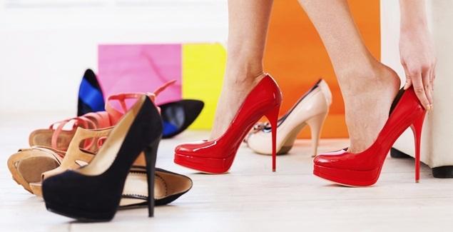 Sepatu hak tinggi (Ilustrasi). | vemale.com