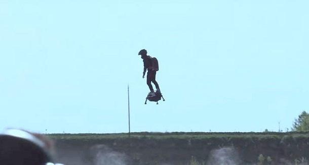 The Flyboard, Mampu Bawa Manusia Melayang dan Melesat 150 Km Per Jam