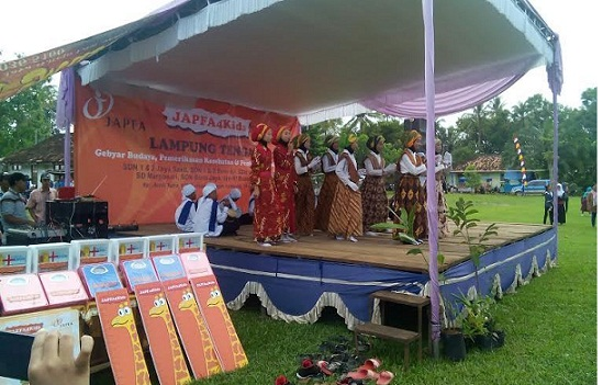 Pementasan marawis memeriahkan pembukaan Japfa4Kids di lapangan SDN 1Jayasakti, Anak Tuha, Lampung Tengah, Kamis, 14/4/2016.| AdianSaputra/Jejamo.com