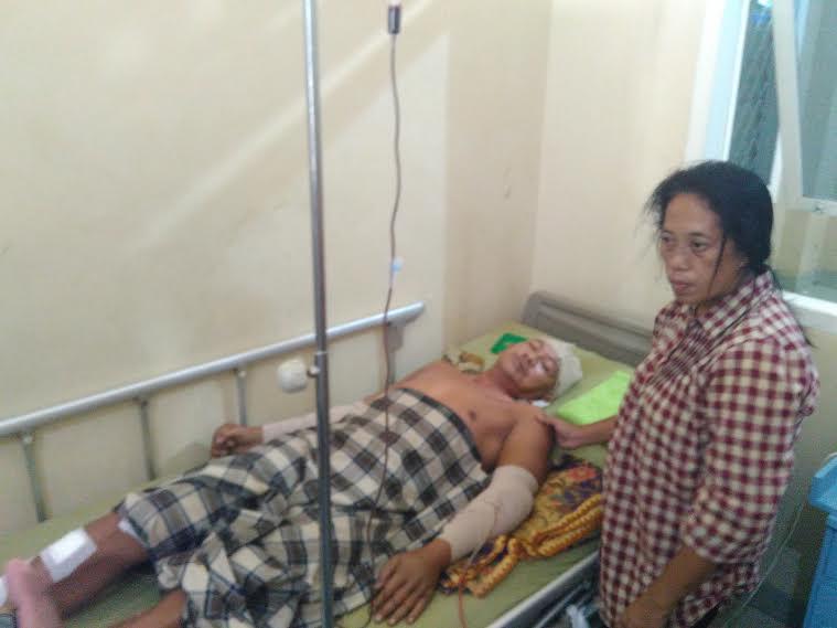 Edi Efendi, korban pembacokan tiga pelaku sekaligus saat sedang di rawat di RS Urip Sumoharjo Bandar Lampung. | Andi Apriadi/Jejamo.com