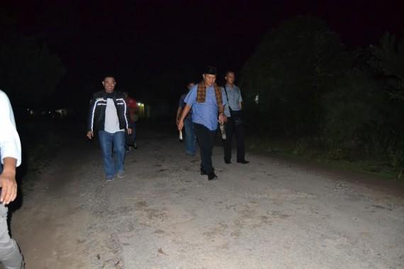 Bupati Lampung Tengah menyisir kampung bersama Kapolsek Seputihmataram AKP Edy Qarinas | Raeza/jejamo.com