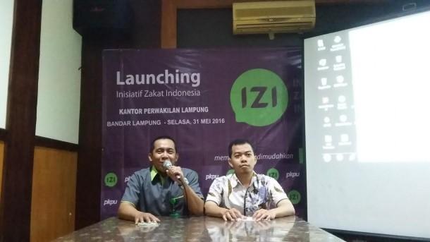 Kepala Cabang IZI Lampung Agus Rin Wirawan (kiri) bersama Kepala Cabang PKPU Lampung Sefrizal Permana (kana). | Arif Wiryatama/Jejamo.com