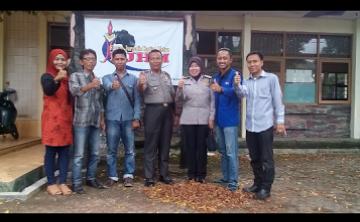 - Binmas Polres Kota Metro melakukan kunjungan ke Kantor Forum Jurnalis Harian Metro (FJHM) untuk bersilaturahmi dan mempererat kerja sama, Senin, 30/5/2016. | Tyas Pambudi/Jejamo.com