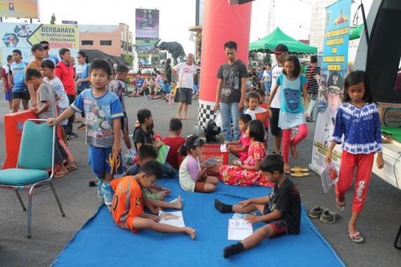 Mobil Perpustakaan Daerah Lampung Layani Warga Tiap Car Free Day