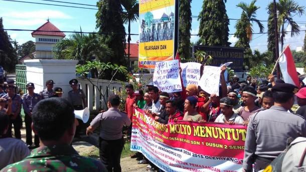 Laporkan Dugaan Korupsi Kepala Kampung, Warga Sendangmulyo Lampung Tengah Demo Kejari