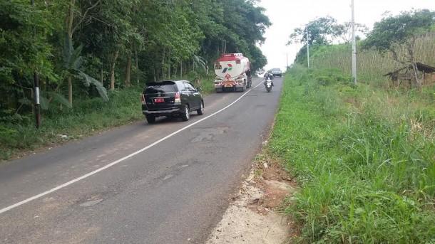 Hati-Hati! Banyak Lubang di Jalan Raden Imba Kesuma Bandar Lampung
