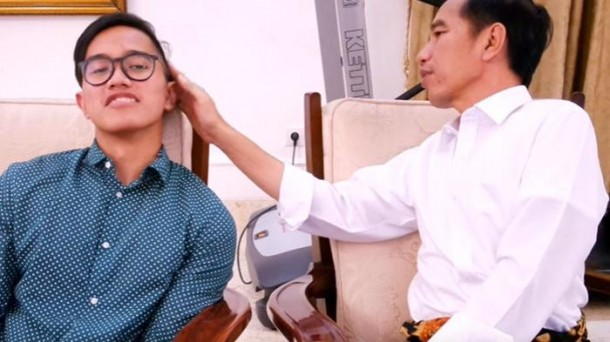 Jokowi Ledek Model Rambut Putranya: