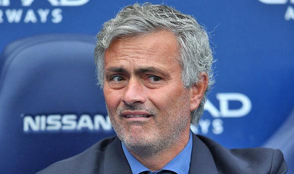 Manchester United Gagalkan Kontrak, Mourinho Dikabarkan Shock