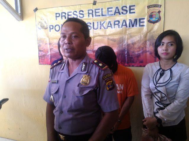 Kapolsek Sukarame Kompol Hari Sutrisno menjelaskan kasus pencabulan yang dilakukan oleh Kawit, Kamis 26/5/2016 | Andi/jejamo.com
