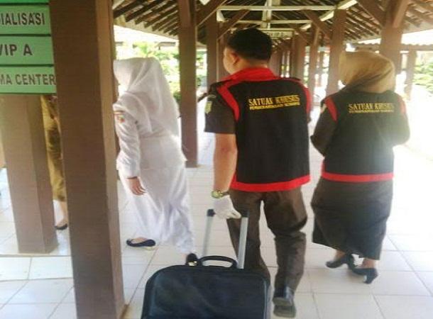Tim penyidik Kejari Kotabumi membawa barang bukti | Lia/jejamo.com