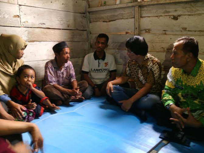 Kak Seto bertemu dengan keluarga MS (10), siswi SD, korban pemerkosaan dan pembunuhan di Lampung Timur | jejamo.com