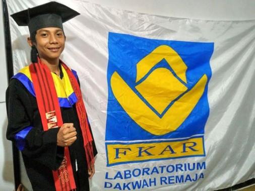 Wakil Bupati Tulangbawang Barat Fauzi Hasan Melukis Demi Tuangkan Inspirasi