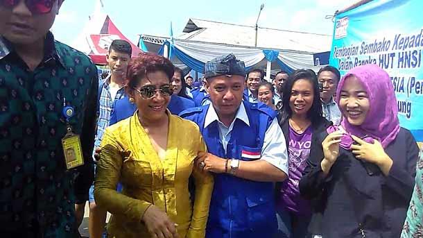 Menteri Kelautan dan Perikanan Susi Pudjiastuti (baju kuning) | Andi/jejamo.com