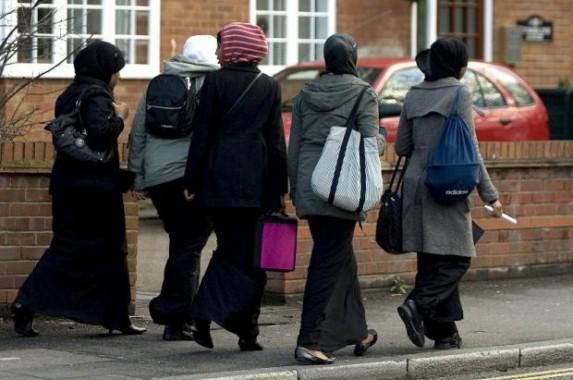 Muslimah Inggris Hadapi Diskriminasi Agama dan Pelecehan Seksual
