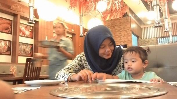 Cegah Kekerasan Seksual pada Anak, PNS Cantik Dinsos Lampung Nia Ajari Putrinya Sejak Dini