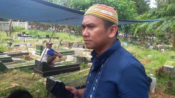 Almarhum Mantan Rektor IAIN Raden Intan Lampung Musa Sueb Disiplinkan Anak Salat