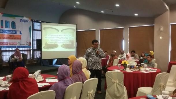 Blusukan di Lampung, Menteri Susi Cuek Pakai Sandal Jepit