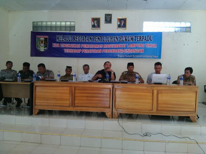 Kegiatan kesadaran hukum di Aula kantor Kecamatan Metro Kibang | Parman/jejamo.com