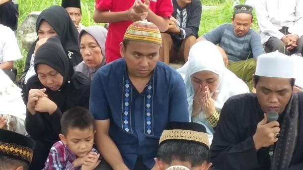 Isak Tangis Iringi Pemakaman Mantan Rektor IAIN Raden Intan Lampung Musa Sueb
