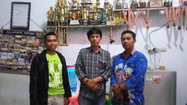 Ketua Pelaksana Jambore Poltapala Ruly Atmaja (paling kiri) bersama senior anggota lainnya di sekretariat Poltapala Lampung, Kamis, 19/5/2016. Arif Wiryatama/Jejamo.com