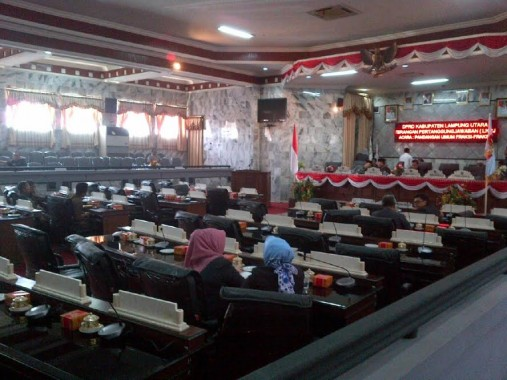 Rapat paripurna DPRD Lampung Utara terkait LKPj, Rabu, 11/5/2016. | Lia/Jejamo.com