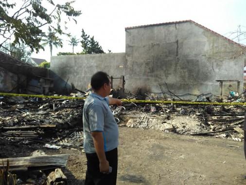 Tiga rumah semipermanen ludes terbakar di Jalan Antasari, Kali Belau, Bandar Lampung, Jumat 13/5/2016. | Andi Apriyadi/Jejamo.com
