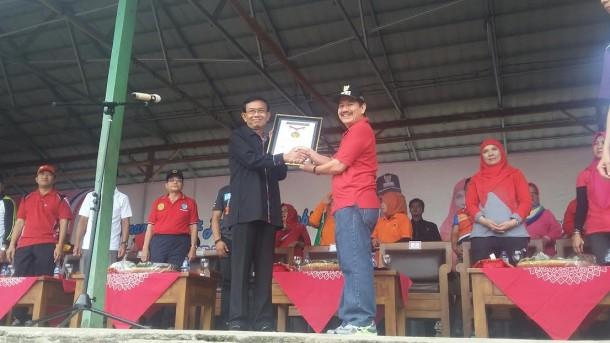 ADVERTORIAL:  Wali Kota Bandar Lampung Terima Piagam MURI Senam Gembira