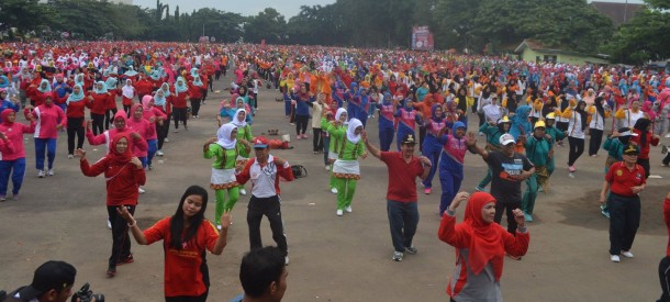 Puluhan ribu warga Bandar Lampung mengikuti Senam Bandar Lampung Gembira, Minggu, 1/5/2016. | Diskominfo Bandar Lampung