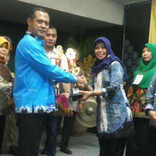 Kepala TK Aisiyah Kauman, Metro Pusat, Astutiningsih, memperoleh juara I pada kategori Kepala TK Berprestasi Tingkat Provinsi Lampung. | Ist