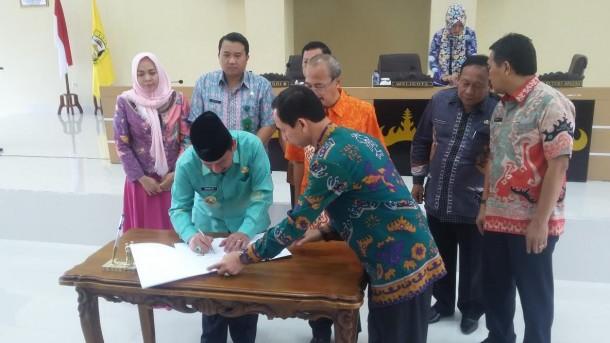 Pemerintah Kota Bandar Lampung melakukan penandatanganan kesepakatan kerja sama (MoU) bidang perdata dan tata usaha negara (TUN) dengan Kejaksaan Negeri Bandar Lampung di Gedung Semergo, Kamis, 19/5/2016. | Arif Wiryatama/Jejamo.com