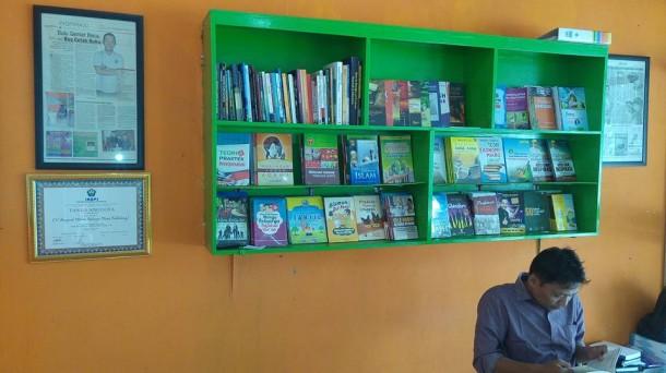Hari Buku Nasional, Aura Publishing: Beli Buku, Jangan Minta