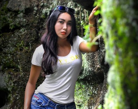 Vallen Temukan Sensasi Seksi di Depan Kamera Fotografer