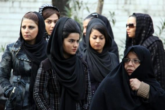 Iran Tangkap Warganya yang Posting Foto Tanpa Jilbab di Instagram