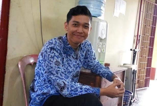 Fariz Pratama, guru honor di SMPN 1 Jabung, Lampung Timur, Senin, 2/5/2016. | Wahyu/Jejamo.com