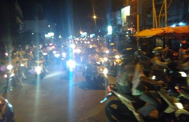 Ratusan pelajar SMA/SMK Bandar Lampung berkeliling mengendarai sepeda motor di Jalan Gajah Mada Bandar Lampung, Sabtu 7/6/2016. | Andi Apriadi/Jejamo.com