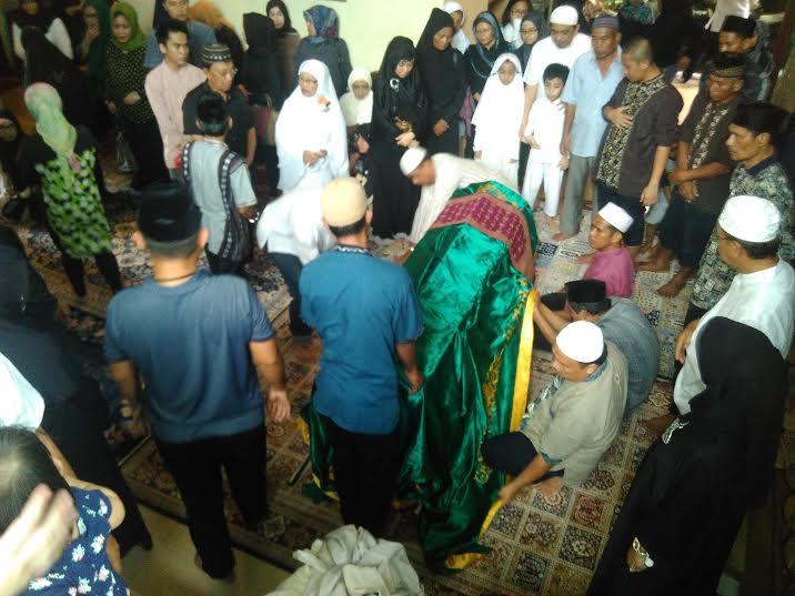 Suasana rumah duka Wakil Ketua II DPRD Lampung Toto Herwantoko, Minggu, 29/5/2016. | Andi Apriyadi/Jejamo.com