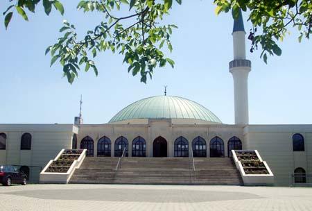Baru Dibangun, Masjid di Austria Dikirimi Kepala dan Darah Babi
