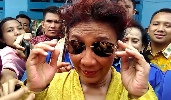 Kunjungi Lempasing Bandar Lampung, Ayu Azhari Ajak Warga Kembangkan Usaha Olahan Ikan