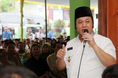 Zainudin Hasan memberi sambutan pada Musrenbang Kecamatan Way Panji, Rabu, 2/3/2016.