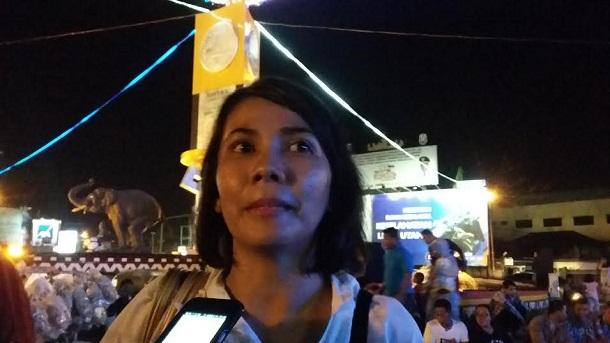 Kordinator Jaringan Odha Berdaya Lampung Elvina Harahap dalam acara malam renungan AIDS di tugu Adipura Bandar Lampung, Sabtu malam, 28/5/2016. | Arif Wiryatama/Jejamo.com