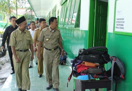 Tinjau UN SMP, Wali Kota Metro Minta Siswa Kedepankan Kejujuran