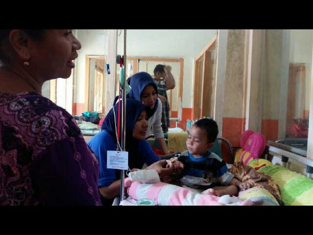 Bertepatan Isra Mikraj, Giving Friday Bagi Kue di RSUDAM Lampung