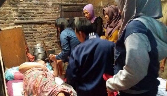 Club Hangout Friendly Santuni Keluarga Penarik Becak di Bandar Lampung