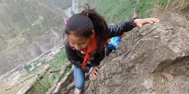 Inilah Jalan ke Sekolah Paling Menyeramkan di Dunia, Panjat Tebing Setinggi 800 Meter