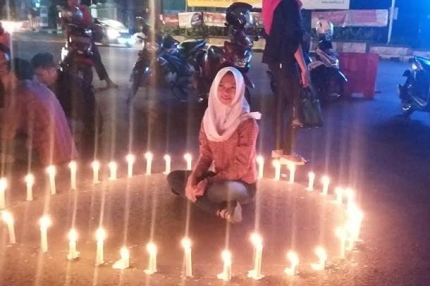 Malam Renungan Nusantara AIDS di Tugu Adipura Jadi Ajang Foto Selfie Warga