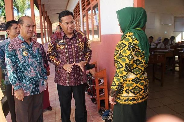 Tinjau UN SD, Wabup Lampung Utara Nyatakan Ujian Berlangsung Lancar